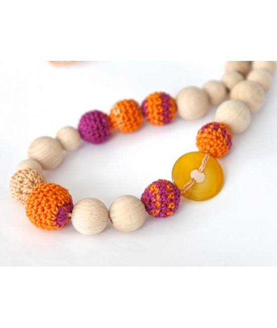 Colier pentru alăptare sau babywearing din lemn și bumbac ecologic Nihama Orange Pansy cu piatră de Jasper