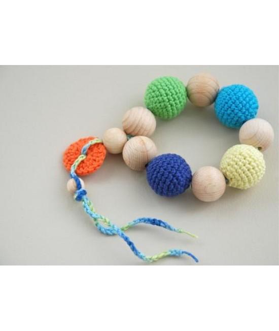 Jucărie din lemn și bumbac ecologic Nihama pentru joacă și alinarea durerilor de gingii - brățară Alphabet